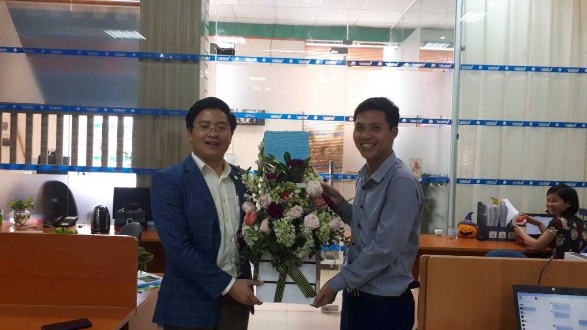 Doanh nhân Việt tri ân thầy Nguyễn Kim Hùng